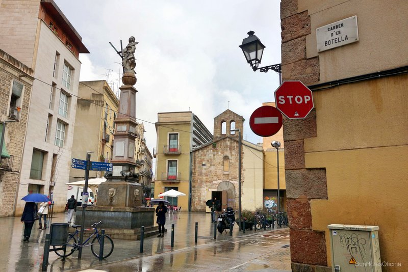 Plaça del Pedró con el monumento a Santa Eulàlia