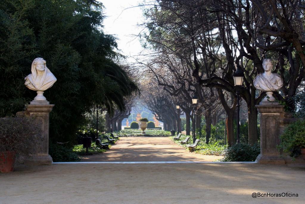 Camino central de acceso al palacio desde la Diagonal