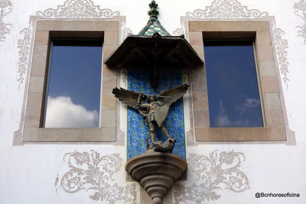 San Miguel y el dragón en la Casa de la Caritat