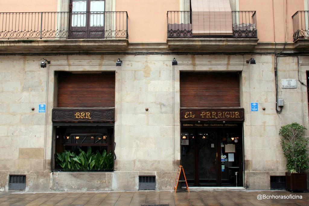 Bar El Paraigua en la plaça Sant Miquel