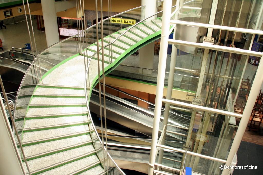 El acceso al comedor principal de la Vila Olímpica en la actualidad