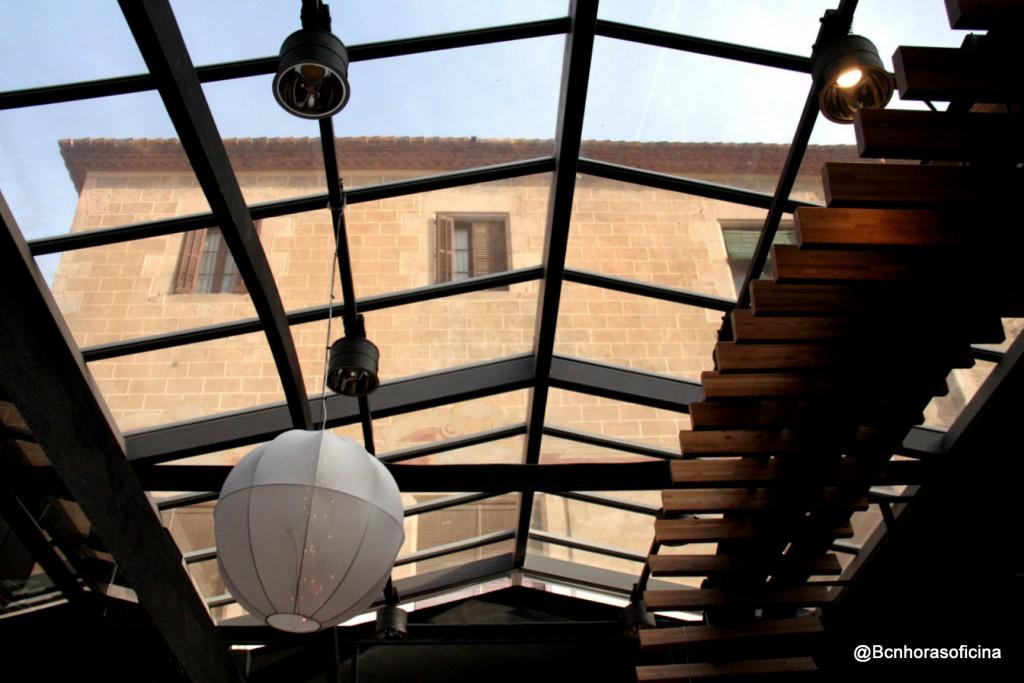 El Palau Maldà desde el interior de las Galerías Maldà