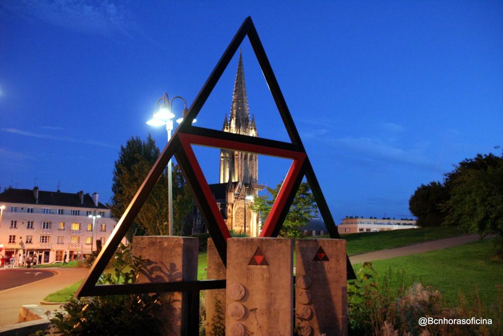 Monumento a la memoria de los soldados británicos que liberaron la ciudad normanda de Caen