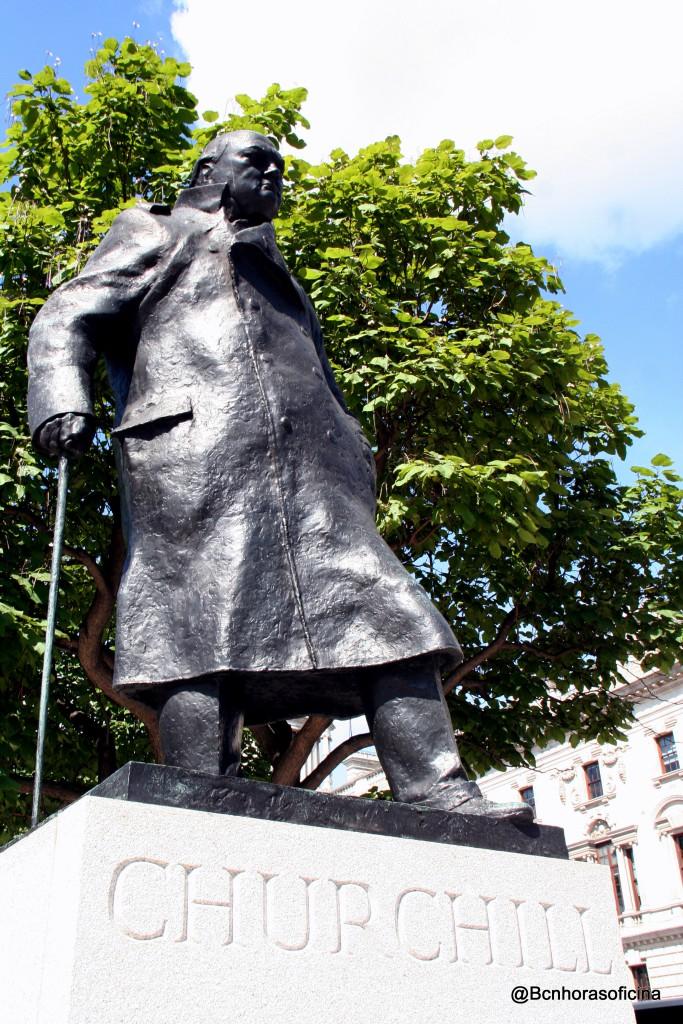Monumento a Winston Churchill frente al Parlamento Británico en Londres