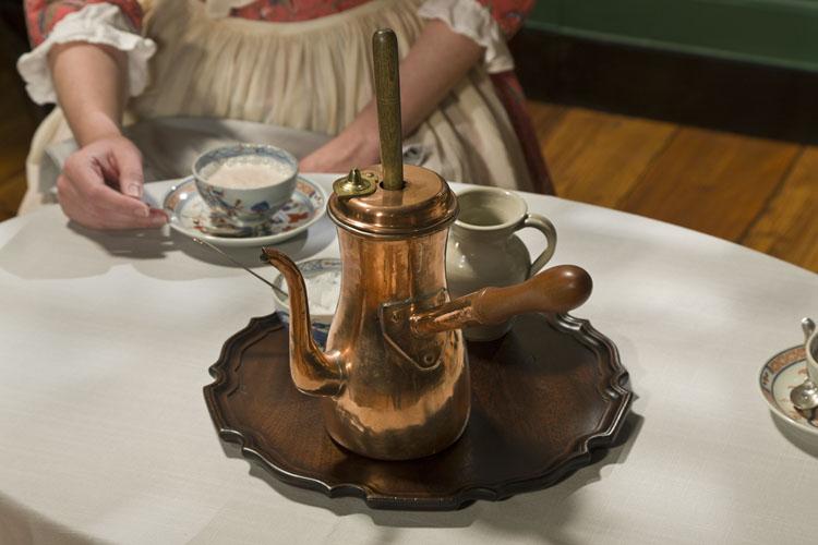 Detalle de una chocolatera tradicional