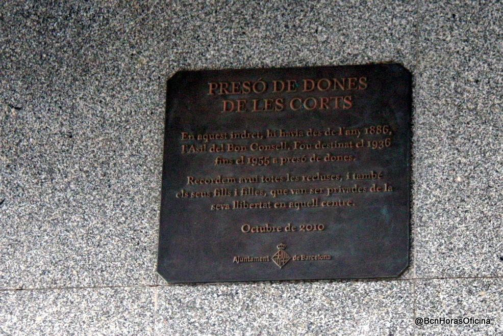 Placa en memoria de la antigua prisión de mujeres de Les Corts
