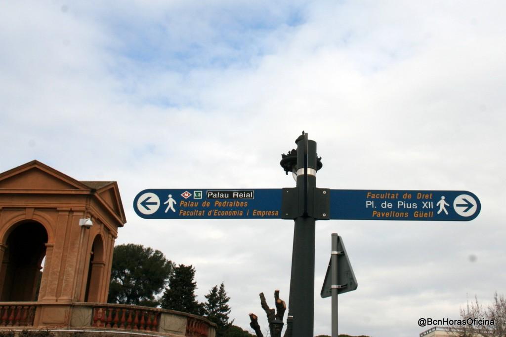 Señalización hacia la plaça de Pius XII junto al Palau de Pedralbes