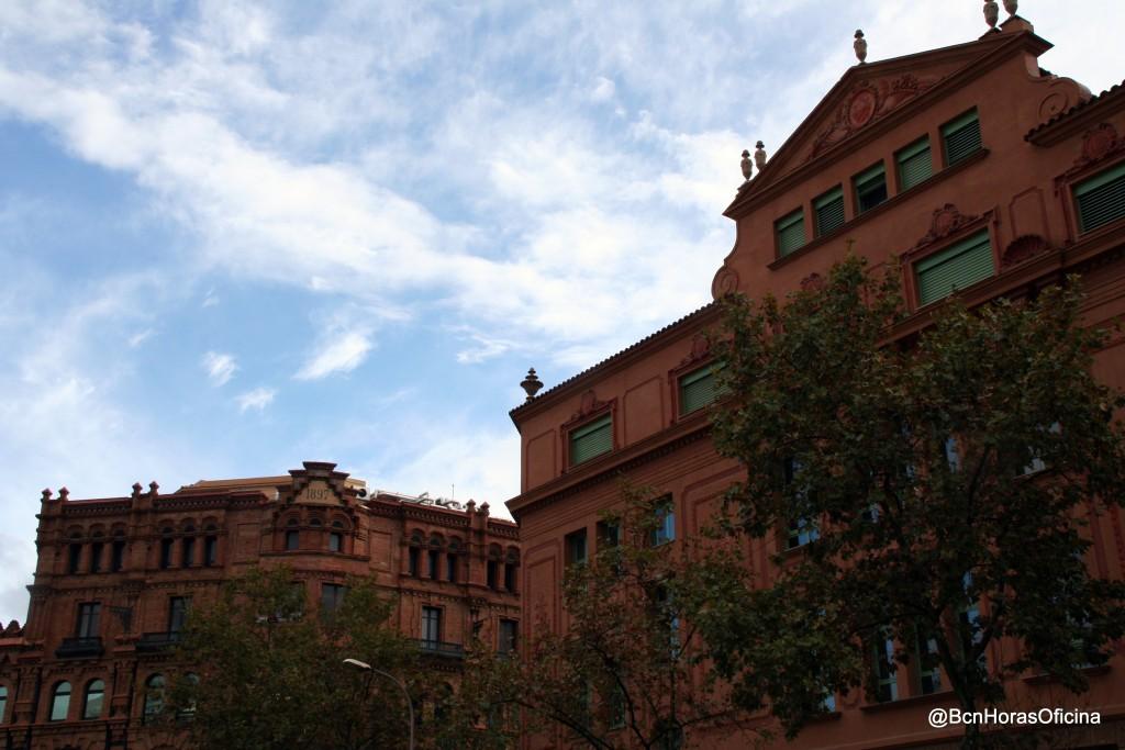 Escola Pere Vila junto al Arc del Triomf