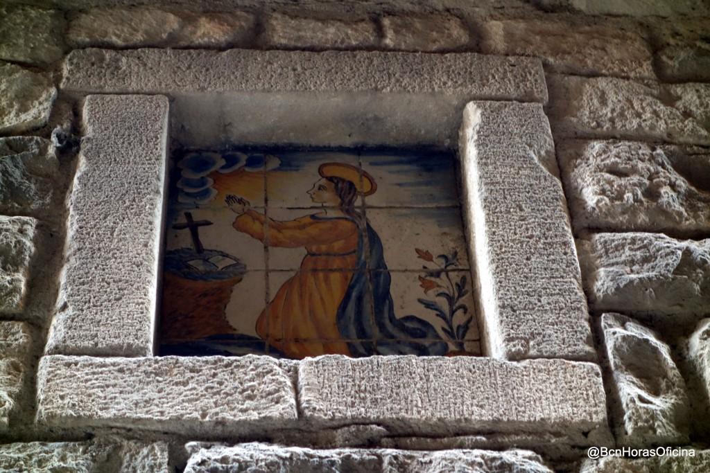 Mosaico de cerámica con la imagen de Santo Domingo