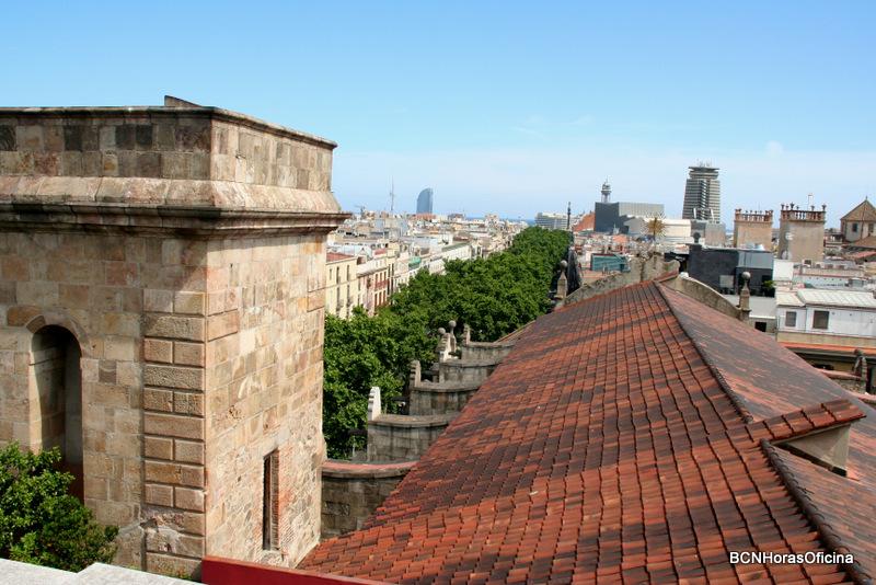 Vistas del puerto sobre el tejado de la Iglesia de Belén