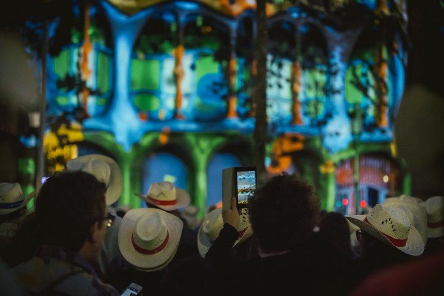 El público congregado quedó entusiasmado con la performance (Foto: Casa Batlló)