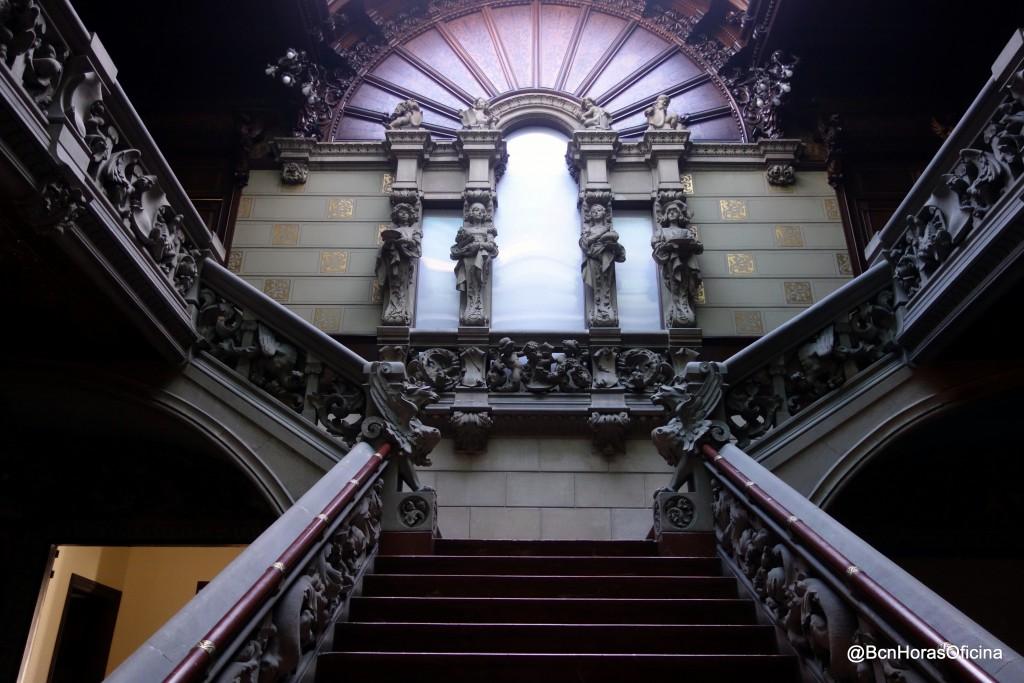 Escalera principal del Palau Montaner