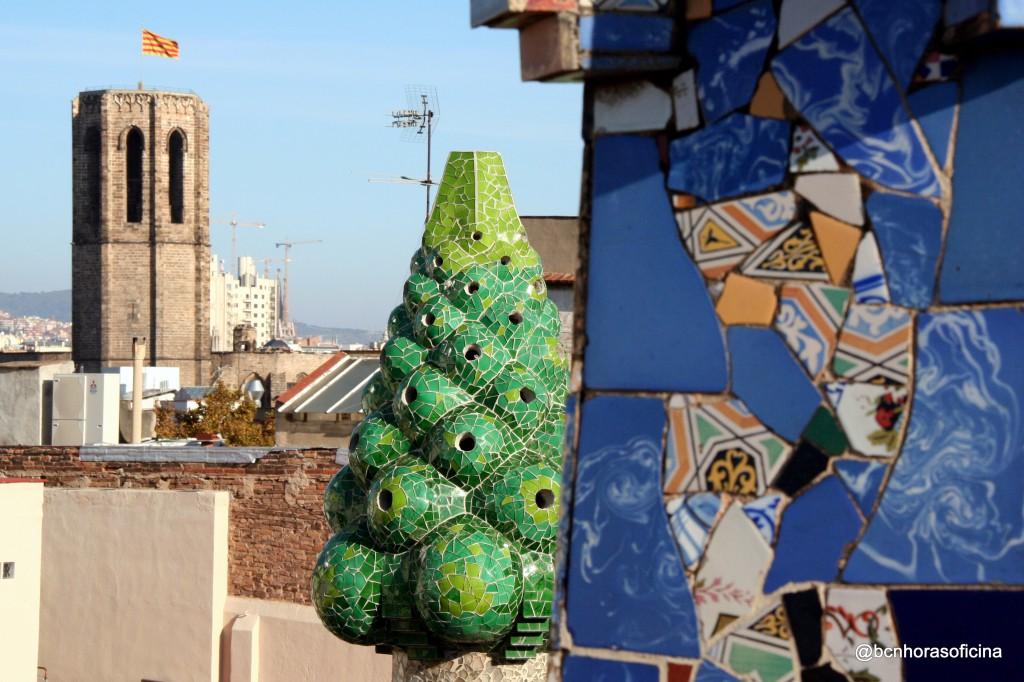 Chimeneas del Palau Güell. Vistas a Santa Maria del Pi